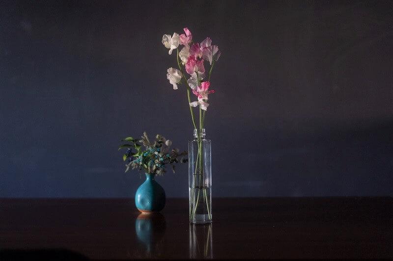 蜂蜜酒(ミード)の瓶を花瓶として利用した写真
